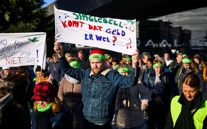 Vlak voor de kerstvakantie gingen leraren in het hele land de straten op om te demonstreren voor meer geld.