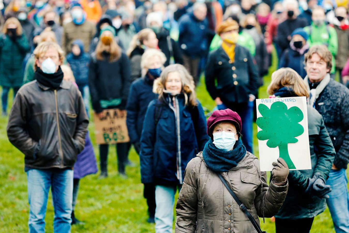 In december kwamen honderden mensen op de been om te protesteren tegen de verbreding van snelweg A27 bij Amelisweerd.
