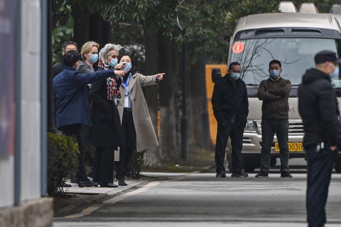 Marion Koopmans en andere leden van de WHO-onderzoeksmissie begin dit jaar in Wuhan.