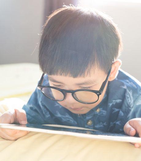 Kan een bril bij kinderen van 1 jaar het ontstaan van een lui oog voorkomen?