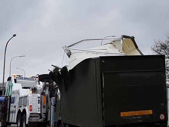De truck moest getakeld worden.