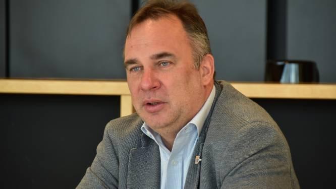 """""""Druk is lokaal moordend"""": Burgemeester van Kuurne maakt zich zorgen, nu steeds meer politici stoppen"""
