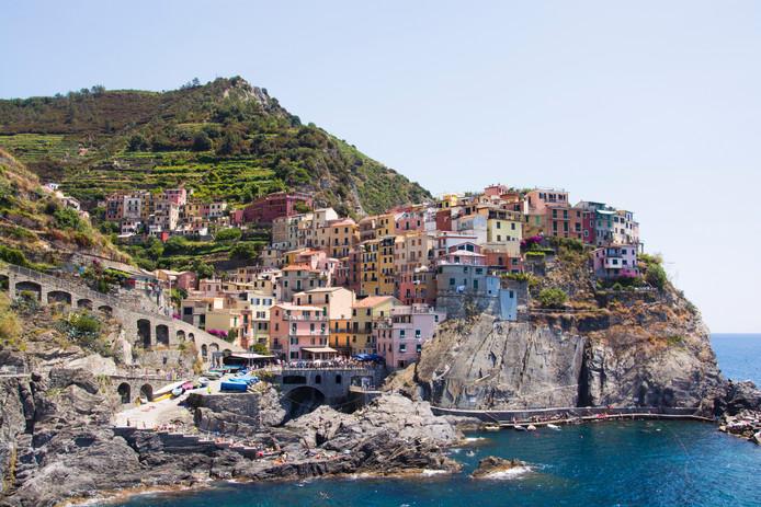 Manarola is een van de vijf kleurrijke dorpjes van Cinque Terre langs de Italiaanse kust. De dorpjes worden door veel toeristen bezocht.
