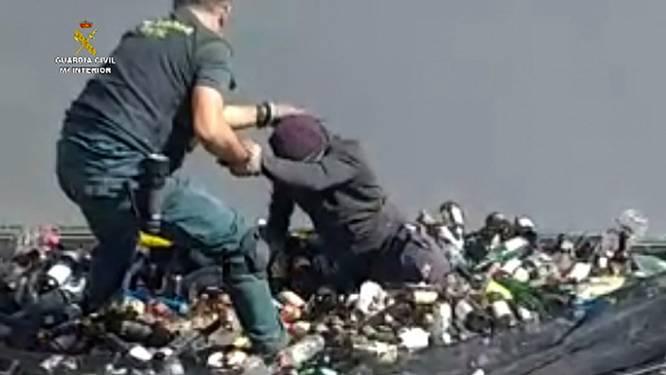 Migranten komen naar Europa in containers met glas en giftig afval