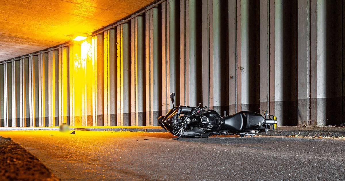 Motorrijdster overleden na ongeluk in tractortunnel in Raamsdonksveer.