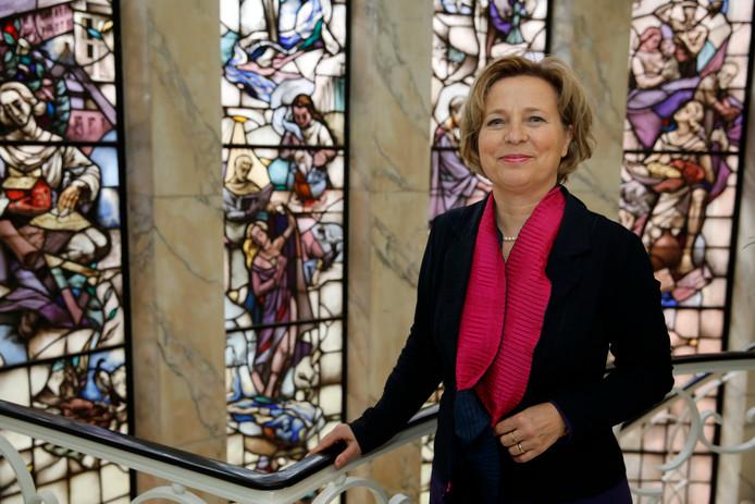 De Vlaardingse burgemeester Annemiek Jetten is herstellende van een gebroken enkel.