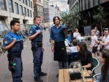 Terrasfoto over 'afgedropen boa's' gaat wereld over: 'Bizar hoe snel fake nieuws zich verspreidt'