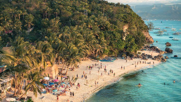 Jaarlijks trekken twee miljoen bezoekers naar de parelwitte zandstranden van Boracay. Beeld Thinkstock
