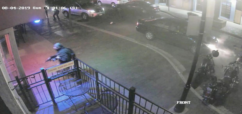 Beelden van de schietpartij in Dayton, waar een student om zich heen schoot bij een bar.