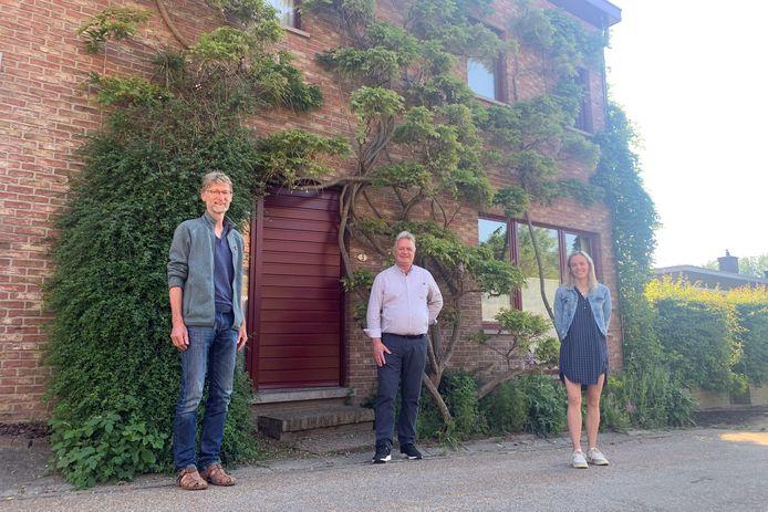 Schepen Tinneke Van Britsom (duurzaamheid) en schepen Hugo Maes (groen, natuur en leefmilieu) brachten een bezoek aan de geveltuin van Geert Flamand. Een voorbeeld dat ze willen uitrollen in heel Temse.