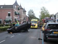 Auto slaat over de kop in Voorschoten, slachtoffer met spoed naar ziekenhuis
