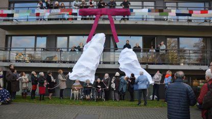 Bewoners en vrijwilligers breien sjaal van 800 meter rond Hof Ter Engelen