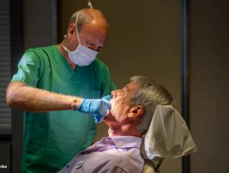 """OLV-ziekenhuis sensibiliseert rond hoofd- en halstumoren: """"Veel roken, drinken en nooit naar de tandarts gaan, dat is gevaarlijk"""""""