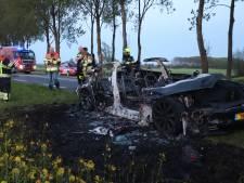 Tesla brandt volledig uit op N320 bij Culemborg