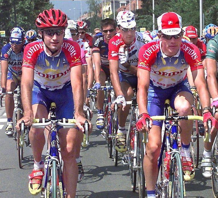Dat gold ook voor Kevin Livingstone, hier rechts op de foto tijdens de Tour de France van 1997. Links teamgenoot Bobby Julich, die in 1998 derde werd. Van hem kon volgens dit nieuwe rapport niet met zekerheid worden vastgesteld dat hij in 1998 doping gebruikte. Beeld null