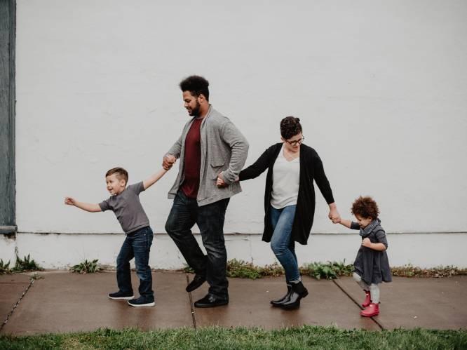 """1 op de 12 Belgische ouders is uitgeblust: zo herken en voorkom je een parentale burn-out. """"Je hebt een veel korter lontje"""""""