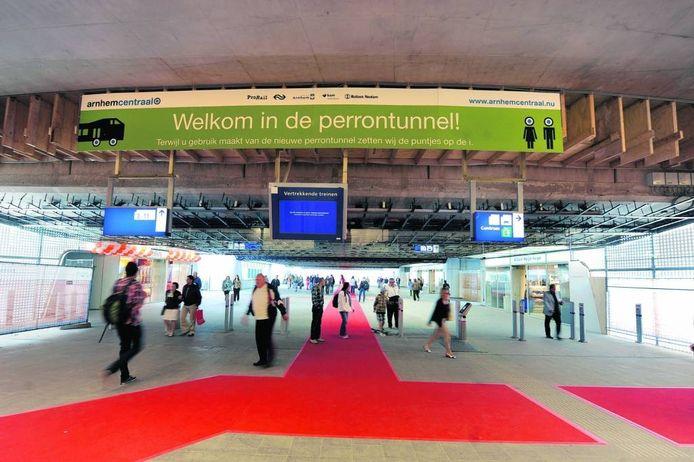 De onaffe perrontunnel van Station Arnhem. Foto Hans Broekhuizen/DG