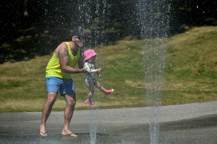 Kevin Ninness and one-year-old Sierra cool off at a splash pad during the scorching weather of a heatwave in Vancouver, British Columbia, Canada June 27, 2021. REUTERS/Jennifer Gauthier