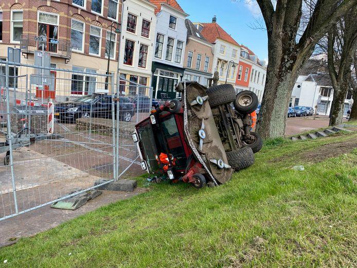 Of de bestuurder van het voertuig gewond is geraakt, is niet bekend.