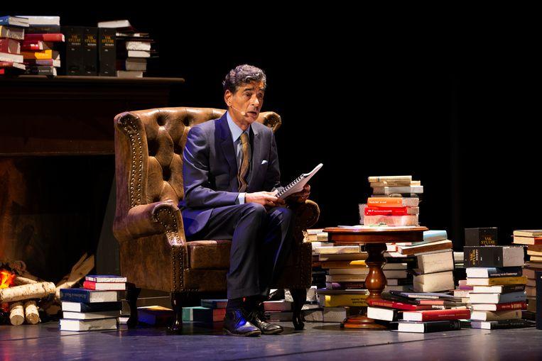 Gerard Spong tijdens zijn voorstelling In vertrouwen. 'Enige ijdelheid is mij niet vreemd. Ik vind ijdelheid ook niet zo'n slechts eigenschap.' Beeld Emma Pille