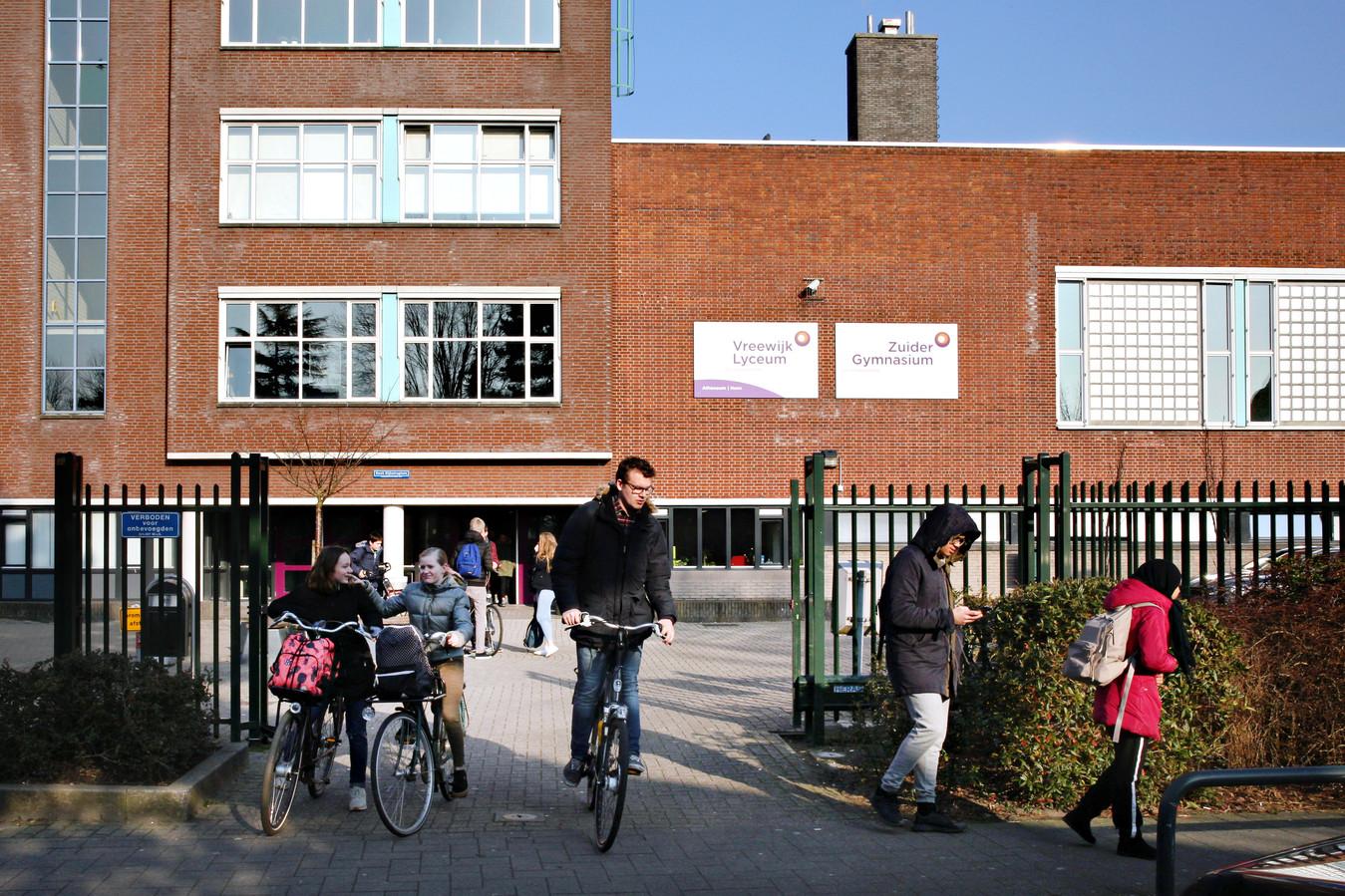 Vooral op scholen in Rotterdam-Zuid zijn tekorten.