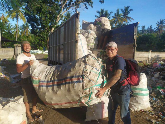 NUSA PENIDA - Jaap Venhovens uit Steensel heeft op het eiland Nusa Penida een ophaaldienst voor afval opgezet.