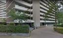 Het flatgebouw van de VvE waar Jan M. voorzitter was, en waarvan hij 875.000 euro van de rekening kon halen.