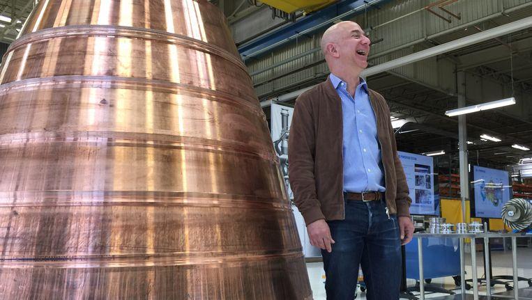 Jeff Bezos presenteert Blue Origin. Beeld AP