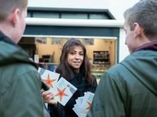 Winkelmedewerkers voeren maandag actie in Eindhoven voor beter loon en delen kerstkaarten uit