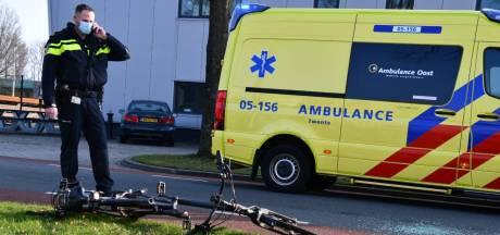 Fietser op e-bike klapt achterop lesauto in Vroomshoop: 'Geschrokken? Daar kun je van op aan!'