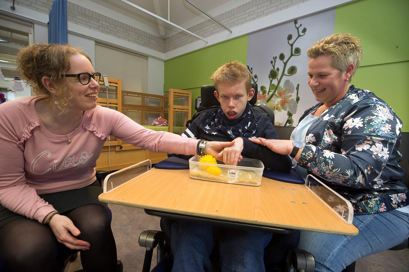 Les aan ernstig meervoudig gehandicapte kinderen is geen vanzelfsprekenheid. Foto: Theo Kock