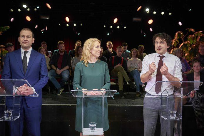 Lodewijk Asscher (PvdA), Lillian Marijnissen (SP) en Jesse Klaver (groenlinks) in maart tijdens een gezamenlijke bijeenkomst. Met hun drie partijen willen ze vaker samenwerken om zo sterker oppositie te voeren tegen het kabinet.