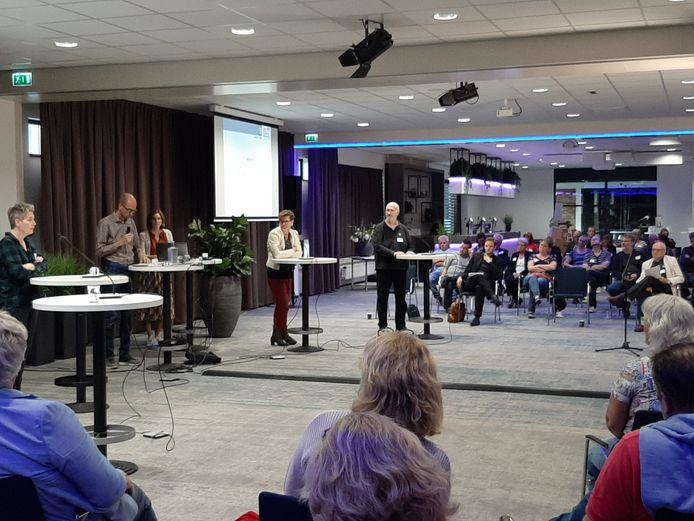 De Tilburgse gemeenteraad in gesprek over bedrijventerrein Wijkevoort met tegenstanders in het Koning Willem II Stadion, enkele weken geleden.