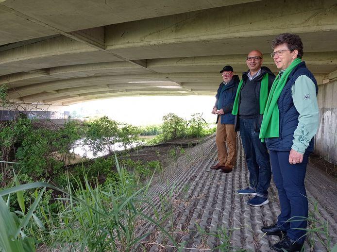 In een gezamenlijk schrijven pleiten plaatselijke afdelingen van ACV en beweging.net van Zele, Hamme, Waasmunster en Lokeren voor het realiseren van een wandel- en fietsbrug op de plaats waar de E17 de Benedendurme overbrugt.