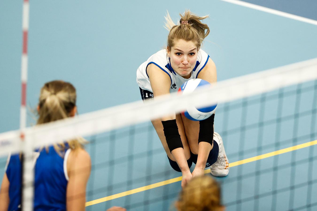 De volleybalsters van Talentteam en Sliedrecht Sport hervatten zaterdag de competitie in de eredivisie. International Kirsten Knip is daarbij een en al concentratie.