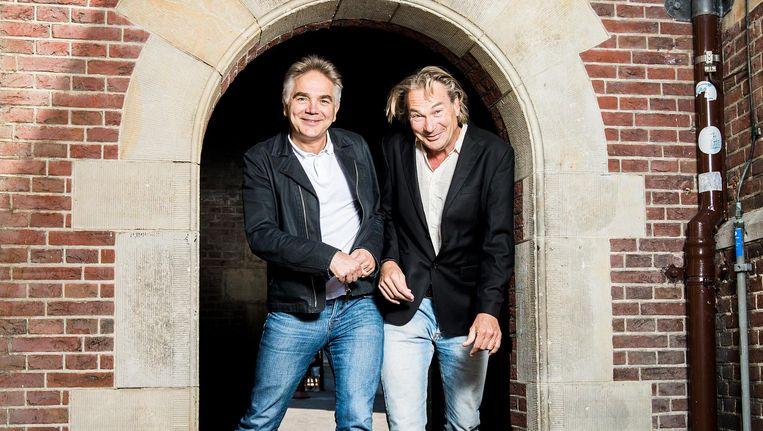 Francisco van Jole (links) en Peter Kee, bij hoge uitzondering samen op het Binnenhof. Beeld Jiri Buller / de Volkskrant