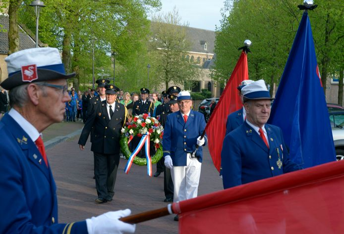 Met stijlvol ceremonieel herdenkt Huissen de gevallenen uit de Tweede Wereldoorlog.