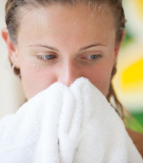 Cette partie du corps qu'on oublie de sécher après la douche (et pleine de bactéries)