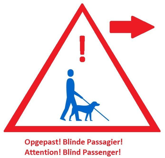 De sticker met 'Opegepast Blinde Passagier'
