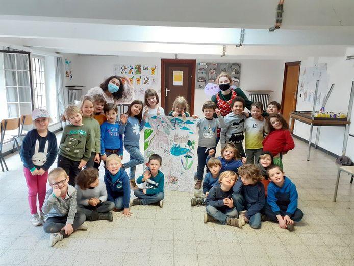 Kinderen maken kunstwerkjes onder de naam 'CoKunst'.