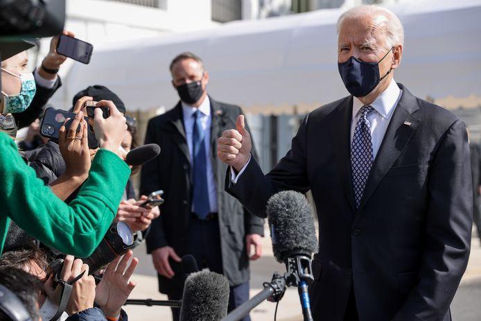 President Biden praat met verslaggevers over zijn bezoek aan het CDC in Atlanta.