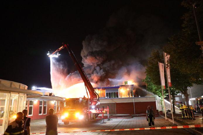 Grote brand in Tilburgs bedrijfsverzamelgebouw.