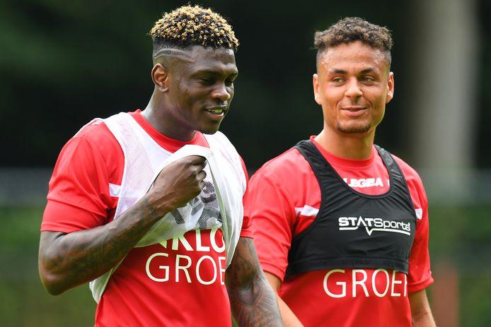 Kevin Bukusu dolt met Ilias Bronkhorst op de training van NEC.