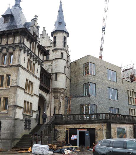 Aan Antwerpens oudste gebouw hangt nu een cruiseterminal: 'Breek de koterij onverwijld af!'