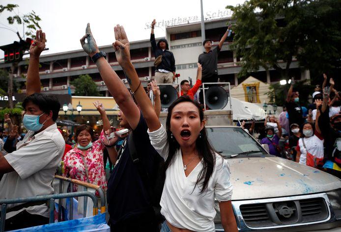 De strenge wet op majesteitsschennis is de laatste maanden ook gebruikt tegen demonstrerende Thaise studenten die het aftreden van de premier, de herschrijving van de grondwet en de hervorming van de monarchie eisen.