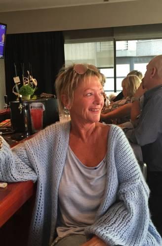 """Ex-cafébaas (63) riskeert 24 jaar cel voor doodsteken Riet (57): """"Mama stuurde nog dat ze me graag zag. Twintig minuten later was ze dood"""""""