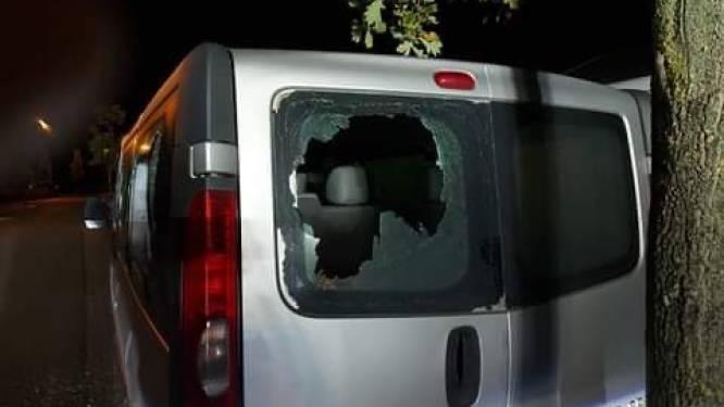 Schandalig: alle ramen van geparkeerde wagen ingeslagen in Warandestraat