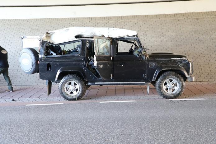 De auto nadat hij weer rechtop was gezet.
