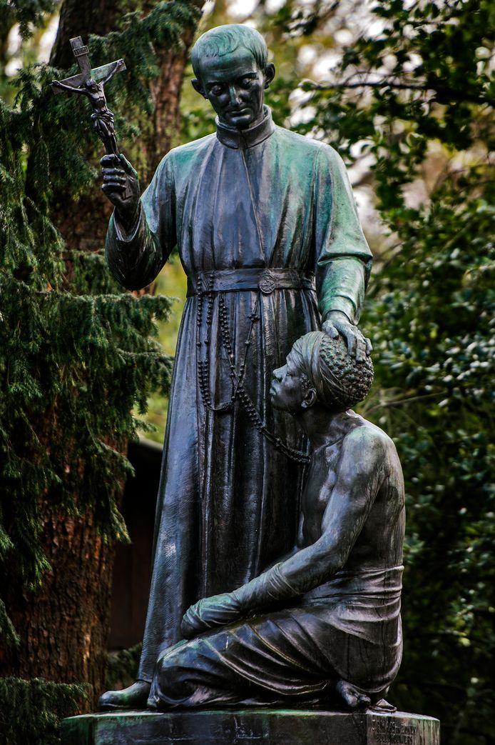 TILBURG WilhelminaparkStandbeeld Peerke Donders