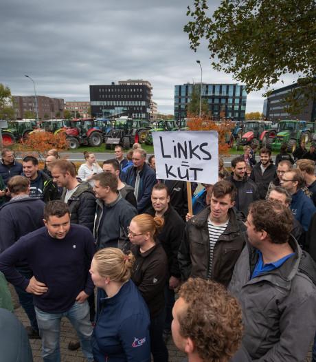 Boeren druipen af na demonstratie in Lelystad: 'We lijken wel makke schapen'